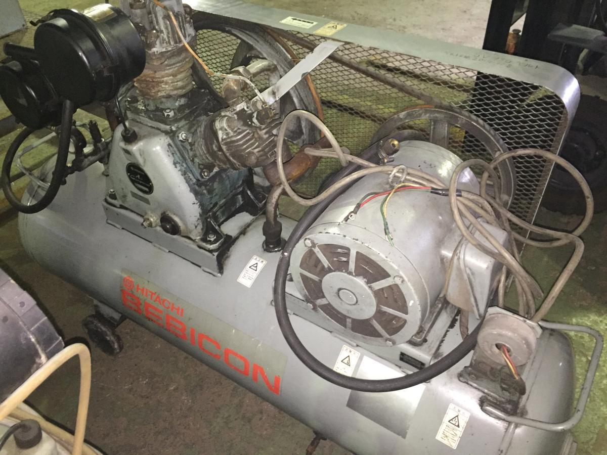 成型機・付帯機器【14】日立製エアコンプレッサー7.5j-9.5V5