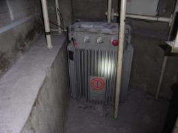 機械の移設・据付・解体【2301006】地下ピット機械設備搬出工事等を承ります。作業料金/1日あたり