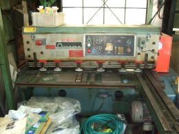 シャーリングカット【2010007】アマダ製中古板金機械アマダ製シャーリングカットM1245 198