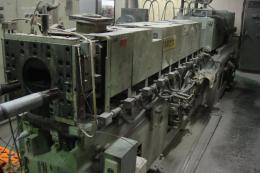 プラスチック押出機【2010052】東芝製2軸押出機TEM-100